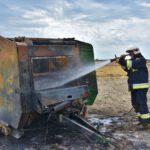 Pożar prasy do słomy w Olszewie (15) (2)