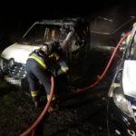 Spłonęły dwa samochody (8)