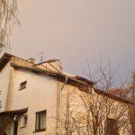 Wiatr zerwał dach w Kawczynie (1)