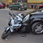 Zderzenie osobówki i motocykla na Nacławskiej (3)