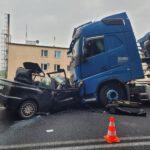 Wypadek z udziałem osobówki i ciężarówki w Czerwonej Wsi (2)
